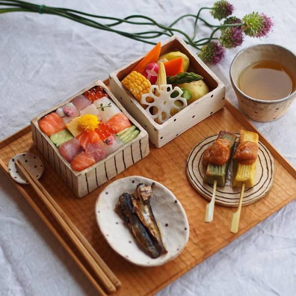 أطباق السوشى تتحول لوحات فنية bntpal.com_148530429