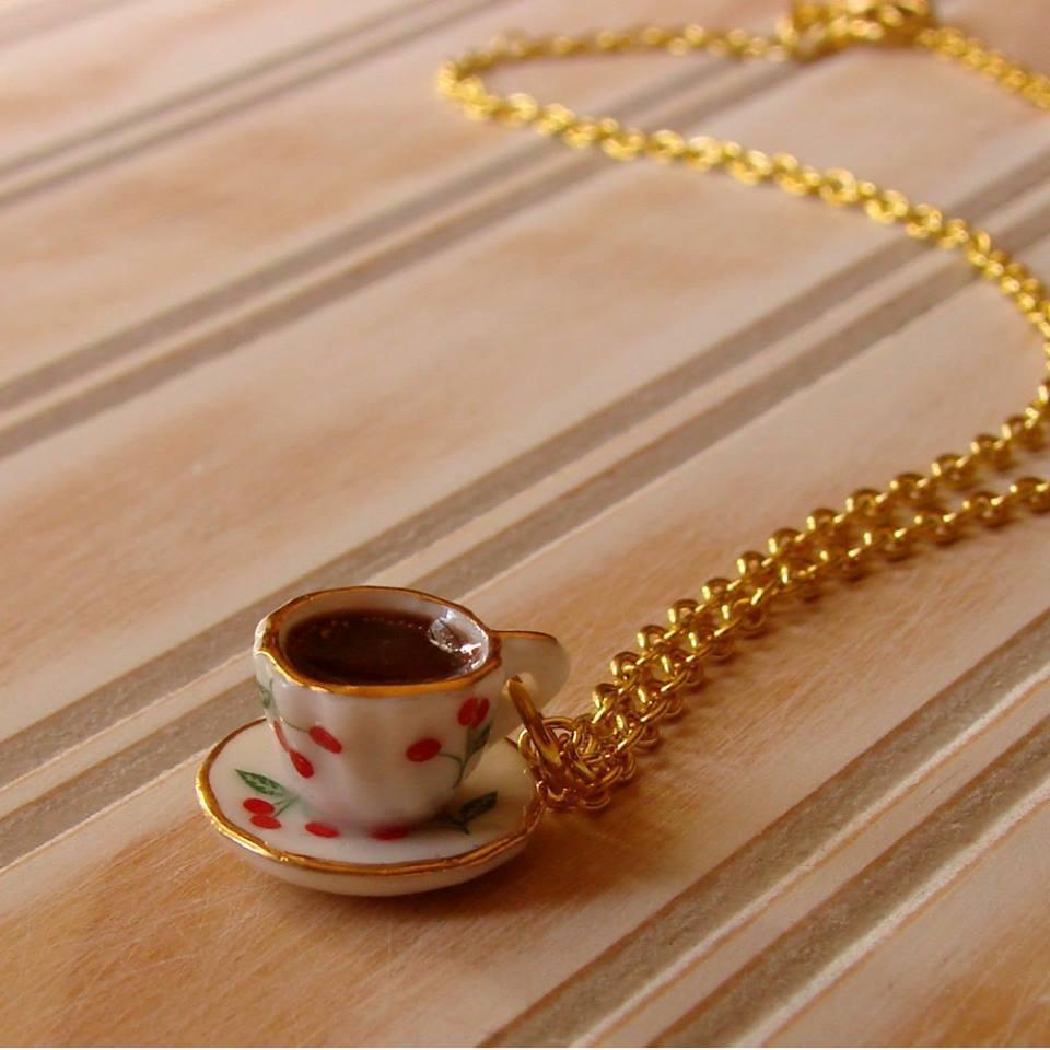 فتاة واقعة القهوة صممت القلادة bntpal.com_151697853