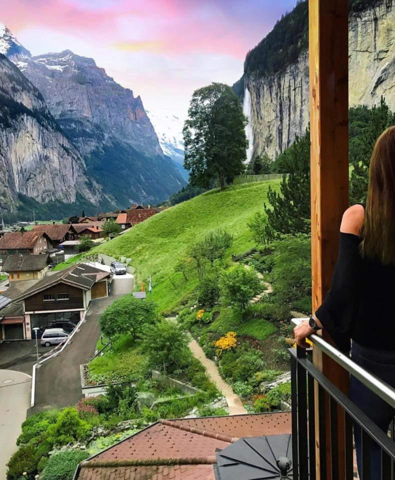 الإطلالاتٌ نوافذ وشرفات الفنادق السويسرية. bntpal.com_152017283