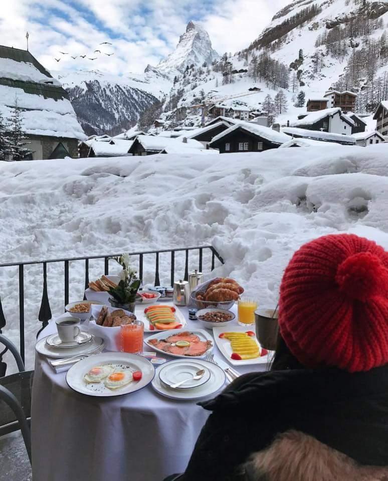 الإطلالاتٌ نوافذ وشرفات الفنادق السويسرية. bntpal.com_152017351