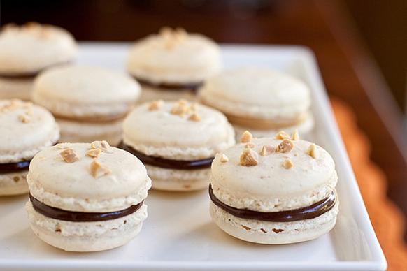 """طريقة حلوى """"ماكارونس"""" الحلوى الفرنسي bntpal_1424778641_64"""