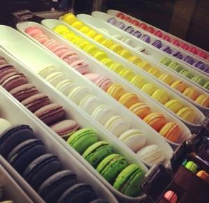 """طريقة حلوى """"ماكارونس"""" الحلوى الفرنسي bntpal_1424778642_63"""