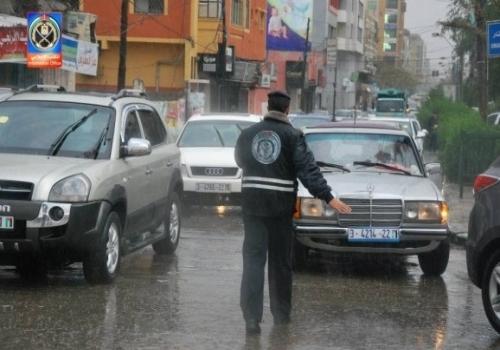 شرطي يركل المخابرات الصهيونية بقدمه bntpal_1424950967_34