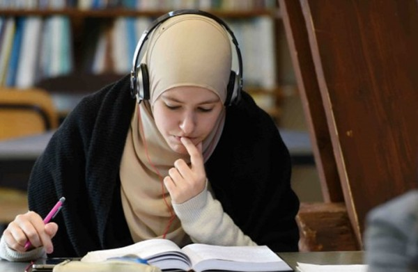 فتاة سورية يتحطم حلمها فرنسا bntpal_1425409728_56