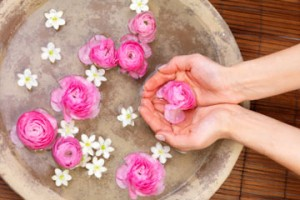فوائد الورد للبشرة جمالها bntpal_1425575830_79