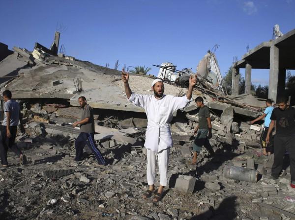 """شركة """"أورانج""""تسببت استشهاد مئات الفلسطينيين bntpal_1428742599_64"""
