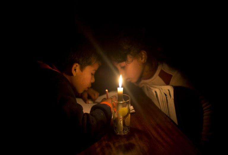 تدخل قطر- ازمة كهرباء ستنتهي bntpal_1437741672_60