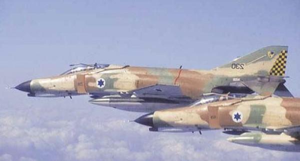 الطيران الاسرائيلي يقصف موقعا للمقاومة bntpal_1438971082_61