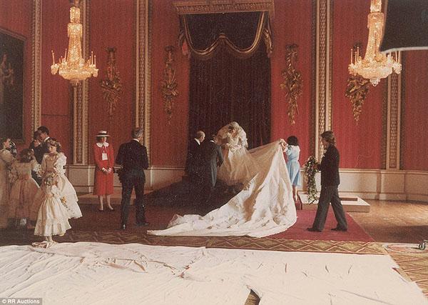 زفاف الأميرة ديانا والأمير تشارلز bntpal_1439540182_10
