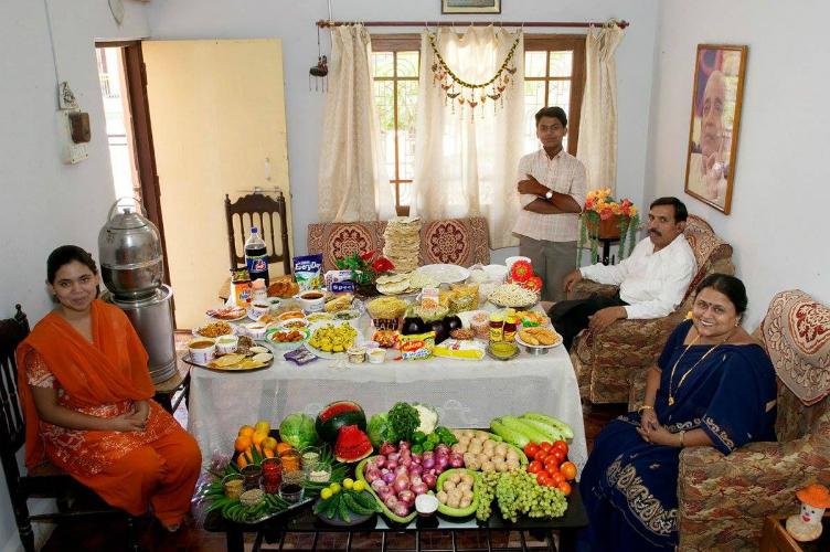 لعائلات العالم وماذا يأكلون bntpal_1440938111_79