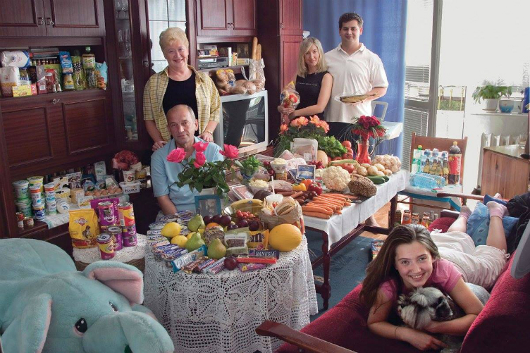 لعائلات العالم وماذا يأكلون bntpal_1440938112_52
