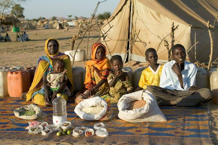 لعائلات العالم وماذا يأكلون bntpal_1440938114_87