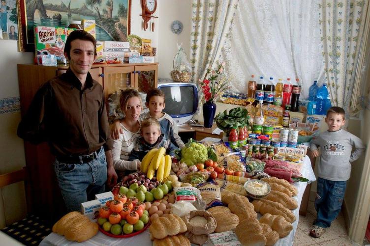 لعائلات العالم وماذا يأكلون bntpal_1440938115_37