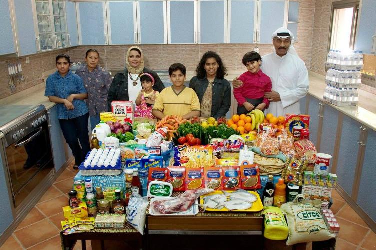 لعائلات العالم وماذا يأكلون bntpal_1440938117_54