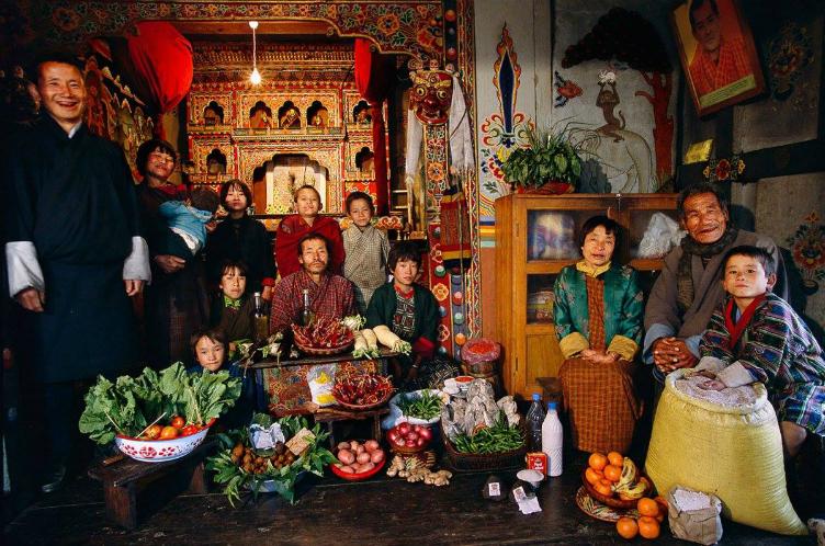 لعائلات العالم وماذا يأكلون bntpal_1440938117_65