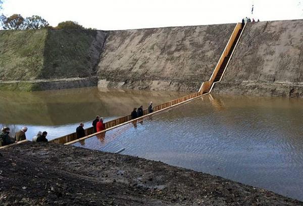 عندما يكون الجسر داخل الماء bntpal_1442413269_10