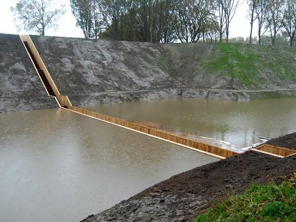 عندما يكون الجسر داخل الماء bntpal_1442413270_94