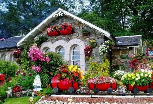 بيوت تزينها الزهور بشكل خيالي bntpal_1445633896_72