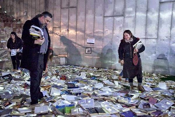شوارع استراليا مغطاه بالكتب المواطنين bntpal_1445671139_18