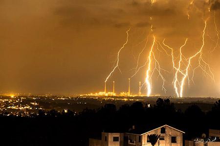 البرق يزين سماء بلدة معاوية bntpal_1450448577_98
