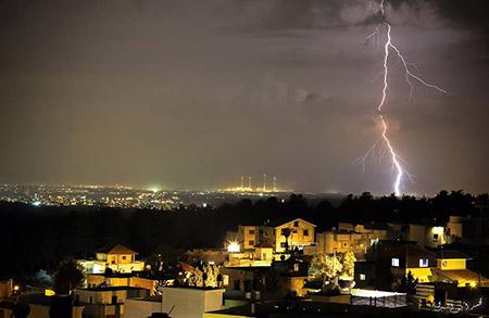 البرق يزين سماء بلدة معاوية bntpal_1450448579_19