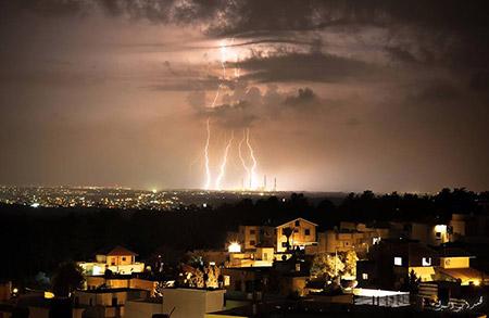البرق يزين سماء بلدة معاوية bntpal_1450448581_15