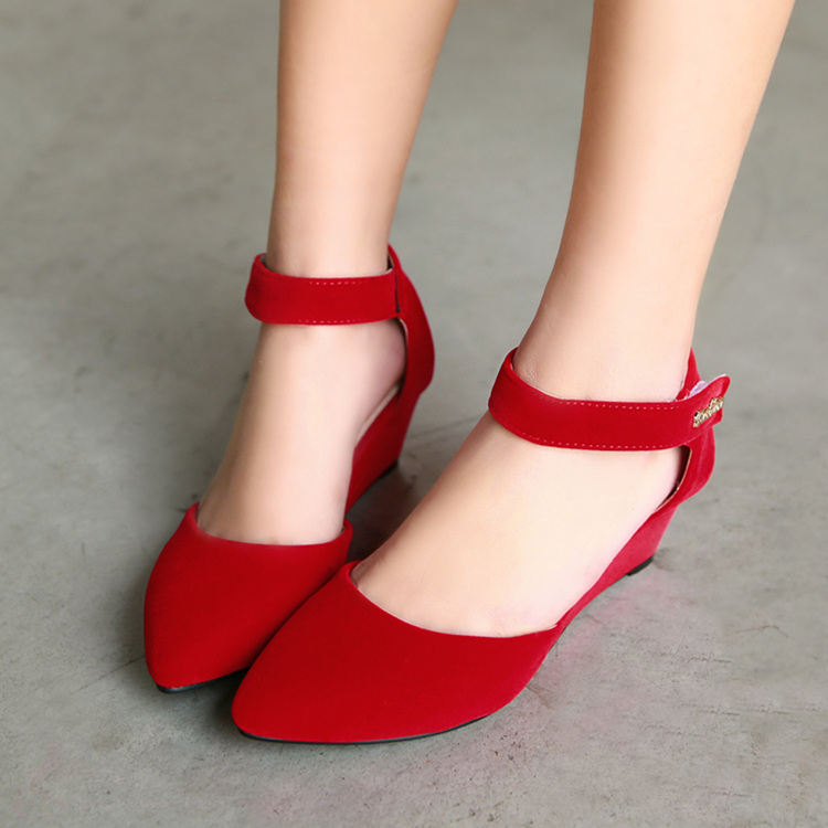 تتلون قدميكِ بجمآال اللون ىالاحمر bntpal_1456905382_75