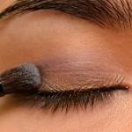 طريقة مكياج العيون الزرقاء بشكل bntpal_1458971433_21