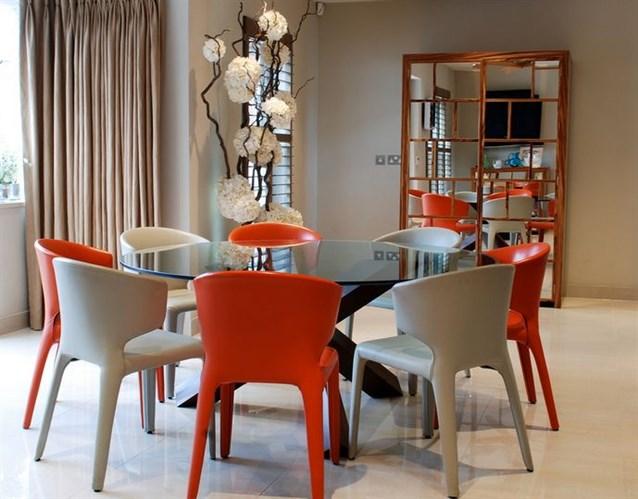 جمالية الكراسي الملونة للمطبخ