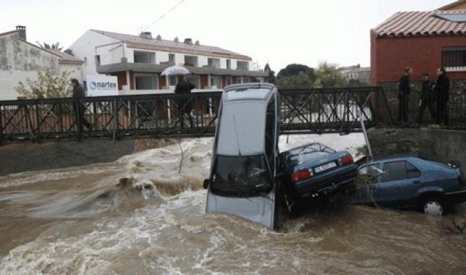 عشرات القتلى والجرحى فيضانات فرنسا bntpal_1465119587_54