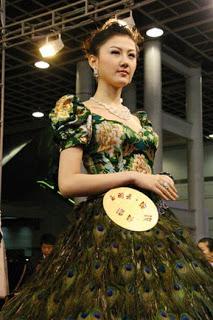 فستان زفاف 2009 ريشة طاووس bntpal_1491567949_35