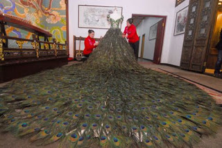 فستان زفاف 2009 ريشة طاووس bntpal_1491567949_65