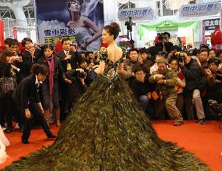 فستان زفاف 2009 ريشة طاووس bntpal_1491567949_87